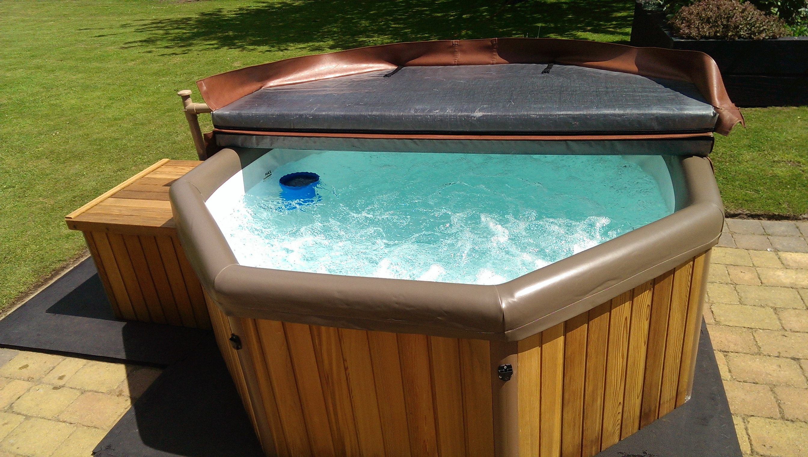 Hot Tub Hire Es and London